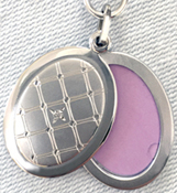 SL9004D quilted slize locket with diamond