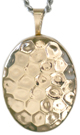 L7016 Hammer pattern oval locket