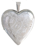 L5095 mom with 3 hearts heart locket