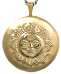 L1015 embossed sun round locket