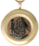 L1069 Kissing Couple Round Locket